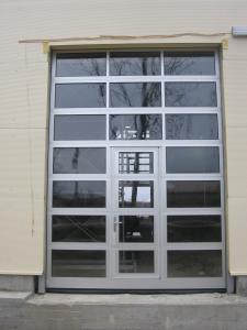 Usi industriale cu panouri vitrate