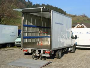 Transporturi si livrari door to door cu masini cu lift hidraulic