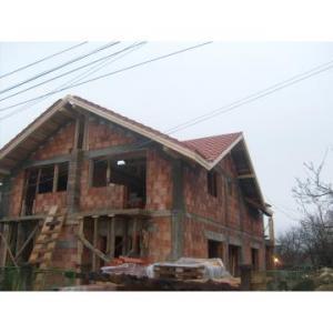 Constructii case vile la rosu