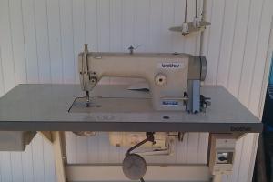 Masini de cusut industriale simple