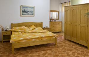 Pat dormitor dublu masiv