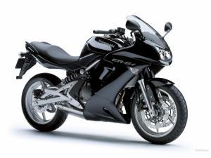 Motocicleta kawasaki er 6f
