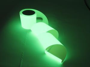 Banda adeziva luminoasa in intuneric