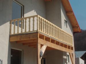 Mobila pentru bucataria balustrade lemn balcon for Modele de balcon din lemn
