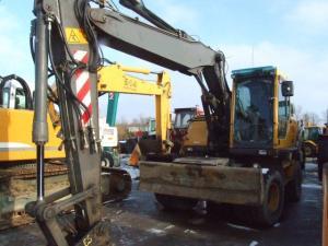Excavator roti volvo