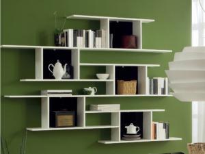 Mic mobilier polite perete
