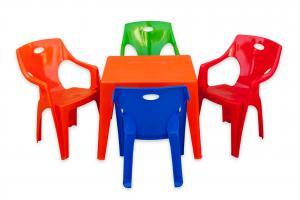 Masa cu scaun plastic