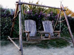 Mobilier pentru gradina - Balansoar rustic pentu gradina