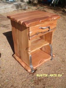 Noptiere din lemn