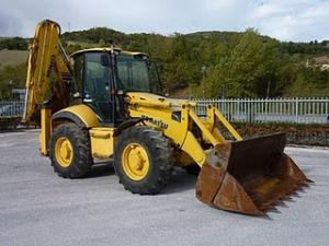 Komatsu WB97S Buldoexcavator roti egale second hand de vanzare 2005 29.900 Euro