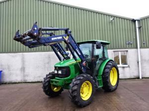 Tractor John Deere 5820 cu incarcator frontal