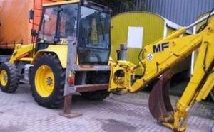 Buldoexcavator Massey Ferguson MF800 de vanzare second hand