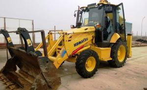 Buldoexcavator Komatsu WB93 in stoc Romania