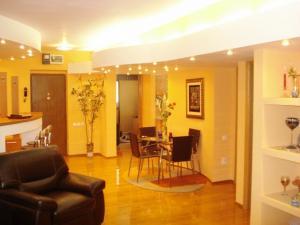 Vanzare apartament 3 camere clucerului