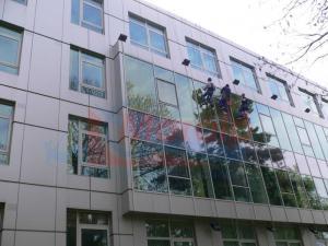 Spalare geamuri curatenie fatade