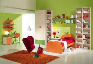 Camera copii paturi suprapuse