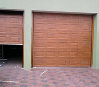Usa de garaj casetata