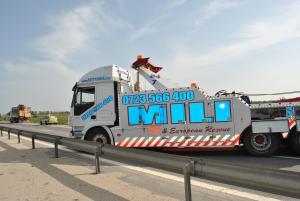 Tractare remorcare recuperare camioane avariate