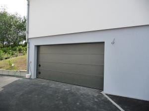 Usa de garaj rezidentiala izolata