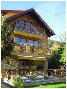 Vila cu 7 camere de Vanzare in Azuga (Partia de Ski), 400.000 €