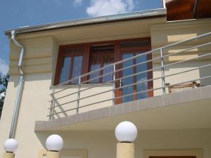 Usa de balcon lemn triplustratificat