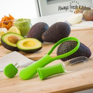 Aparat pentru taiat si curatat avocado