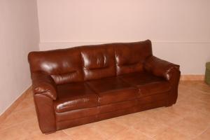 Canapea Wendy tapitata cu piele naturala, fixa