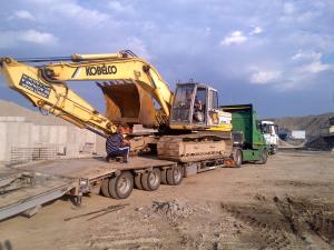 Excavatoare inchiriere