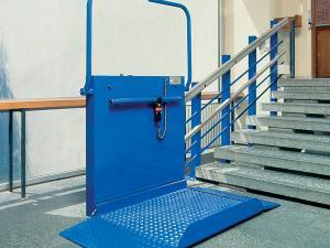 Lift cu platforma pentru scari