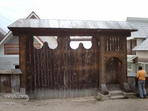 Poarta de lemn