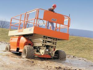 Inchiriere nacela de tip foarfeca diesel cu inaltime de lucru de 12 metri