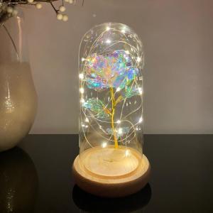 Trandafir in cupola de sticla decorat cu lumini led