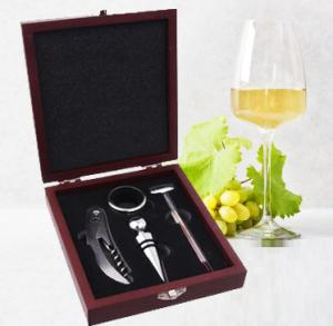 Cutie din lemn cu accesorii pentru vin ,4 piese
