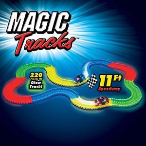 Pista de curse cu masina Magic Tracks 220 de piese