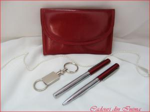 Set portofel din piele rosie si pix cu stilou
