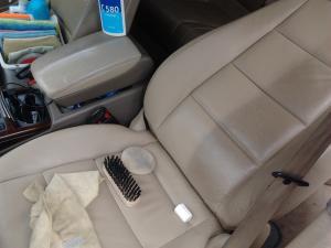 Curatare tapiterie auto si canapele Cluj ; cosmetica / detailing auto Cluj