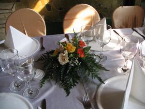 Aranjamente florale mese invitati