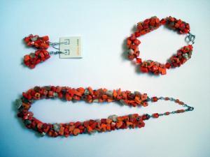 Set de bijuterii handmade (colier, cercei si bratara) din pietre semipretioase (carneol si sidef)