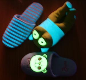 Papuci de casa fosforescenti