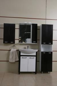 Mobilier de baie , cazi , obiecte sanitare