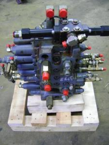 Distribuitor hidraulic excavator New Holland E 145