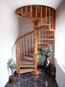 Scari din lemn interior