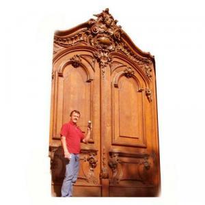 Usi sculptate in lemn