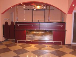 mobilier de bar preturi si oferta. Black Bedroom Furniture Sets. Home Design Ideas