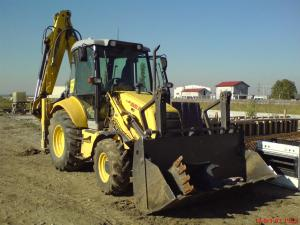 Buldo excavator de inchiriat