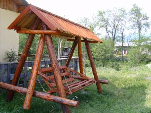 Leagane de gradina din lemn