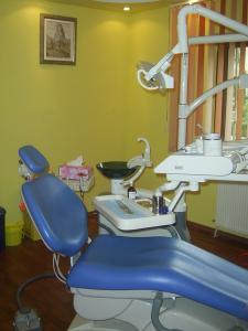 Servicii stomatologice implantologie