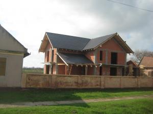 Constructii case vile rosu