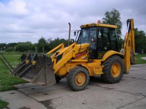 Inchiriere buldoexcavator jcb 3cx