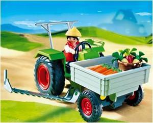 Tractorul fermei
